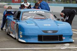 Heritage Motorsports pitstop