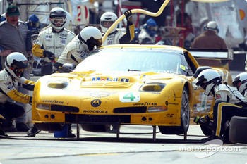 Pitstop for #4 Corvette Racing Chevrolet Corvette C5-R: Oliver Gavin, Kelly Collins