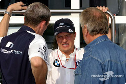 Ralf Schumacher discusses with Willi Webber