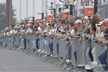 Fans watch Friday's qualifying