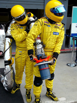 Jordan team members ready for pitstop practice