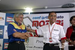 Award ceremony with Michelin's Pierre Dupasquier and Bridgestone's Hiroshi Okuda