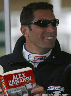 Max Papis reads Alex Zanardi's book