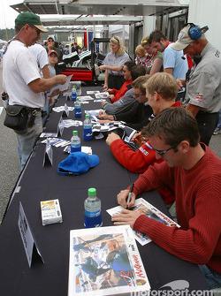 Autograph session: Romain Dumas