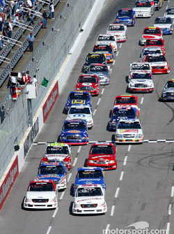 Start of the race: Carl Edwards and Jon Wood lead the field