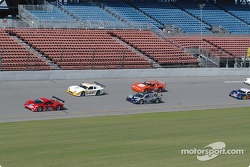 Start: #27 Doran Lista Racing Toyota Doran: Didier Theys, Bill Auberlen leads the field