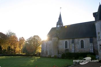 Motorsport.com's headquarters during the 2003 1000 KM of Le Mans: Le Prieuré in Dissay-sous-Courcillon