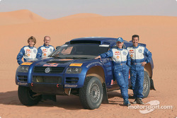 Volkswagen Motorsport team for the Dakar 2004: Jutta Kleinschmidt and Fabrizia Pons, Bruno Saby and Matthew Stevenson