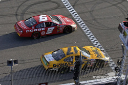 Matt Kenseth takes the checkered flag inches ahead of Kasey Kahne