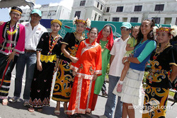 Sauber Petronas demo in Kuching: Felipe Massa and Giancarlo Fisichella with local fans