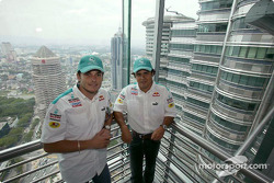 Sauber Petronas drivers visit Kuala Lumpur: Felipe Massa and Giancarlo Fisichella at the Petronas Twin Towers