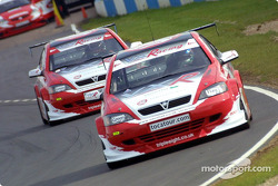 James Thompson leads Yvan Muller