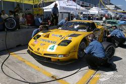 Pitstop practice for #4 Corvette Racing Chevrolet Corvette C5-R: Oliver Gavin, Olivier Beretta, Jan Magnussen