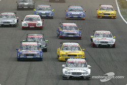 Start: Jean Alesi leads the field