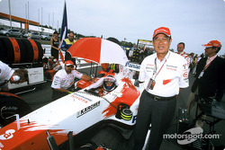 Fujio Cho and Olivier Panis on the starting grid