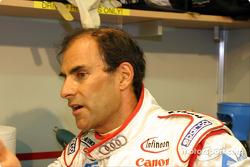 Emanuele Pirro explaining the Audi R8 behavior