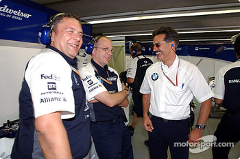 Dr Mario Theissen celebrates Ralf Schumacher's pole position with Williams-BMW team members