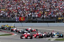 Start: Rubens Barrichello leads Michael Schumacher