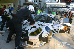 Pitstop for #84 Seikel Motorsport Porsche 911 GT3 RS: Tony Burgess, Philip Collin, Andrew Bagnall
