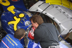 Richard Childress inspects damage to Dave Blamey's car