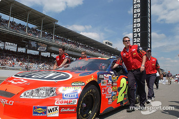 Jeff Gordon's team pushes the #24 to the grid