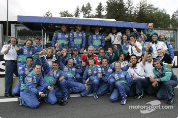 Sauber team members celebrate 4th and 5th place finish
