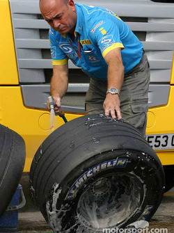 Renault F1 team member washes wheels