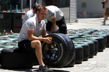 Mclaren mechanic with a Bridgestone tyre