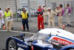 Dr. Wolfgang Ullrich watches #2 Team Peugeot Total Peugeot 908: Nicolas Minassian, Stéphane Sarrazin, Franck Montagny