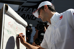 Pedro de la Rosa, BMW Sauber F1 Team, The drivers predict the score for the England v Germany football match