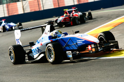 Nico Muller leads Rio Haryanto and James Jakes