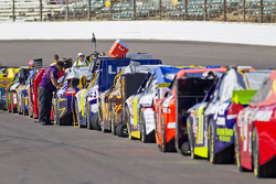 Cars lined up for qualifying