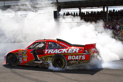 Race winner Jamie McMurray, Earnhardt Ganassi Racing Chevrolet celebrates