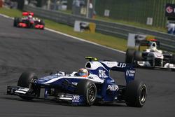 Nico Hulkenberg, Williams F1 Team leads Pedro de la Rosa, BMW Sauber F1 Team