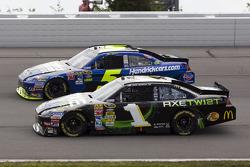 Jamie McMurray, Earnhardt Ganassi Racing Chevrolet and Mark Martin, Hendrick Motorsports Chevrolet
