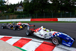 James Calado leads Jean-Eric Vergne and Oli Webb