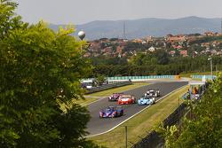#5 Beechdean Mansell Ginetta-Zytek 09S: Leo Mansell, Greg Mansell leads a group of cars