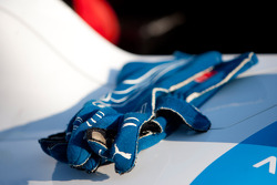 The gloves of Felipe Guimaraes