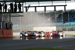 Start: #7 Audi Sport Team Joest Audi R15 TDI: Tom Kristensen, Allan McNish leads the field