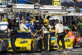 #4 Corvette Racing Chevrolet Corvette ZR1: Oliver Gavin, Jan Magnussen, Emmanuel Collard and #3 Corvette Racing Chevrolet Corvette ZR1: Olivier Beretta, Johnny O'Connell, Antonio Garcia ready to go to recon lap