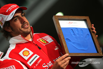 Fernando Alonso, Scuderia Ferrari, hand printing session