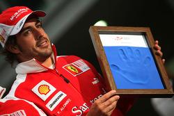 Fernando Alonso, Scuderia Ferrari, hand printing session
