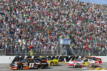 Start: Denny Hamlin, Joe Gibbs Racing Toyota and Marcos Ambrose, JTG Daugherty Racing Toyota lead the field