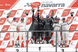 Podium: race winners Frank Kechele and Ricardo Zonta, second place Frédéric Makowiecki and Yann Clairay, third place Warren Hughes and Jamie Campbell-Walter