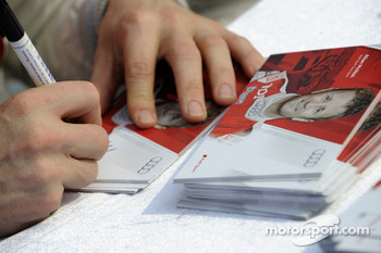 Allan McNish signs an autograph