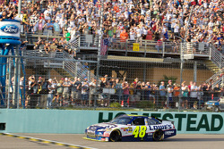 Jimmie Johnson, Hendrick Motorsports Chevrolet finishes second and clincles the NASCAR Sprint Cup Series 2010 championship