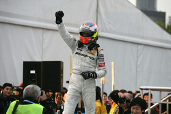 DTM 2010 champion Paul di Resta, Team HWA AMG Mercedes C-Klasse celebrates