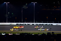 Ryan Newman, Stewart-Haas Racing Chevrolet, Kurt Busch, Penske Racing Dodge, Jamie McMurray, Earnhardt Ganassi Racing Chevrolet and Denny Hamlin, Joe Gibbs Racing Toyota battle for the lead