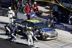 Jimmie Johnson, Hendrick Motorsports Chevrolet in the pit with damage