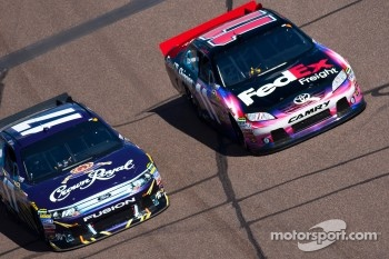 Matt Kenseth, Roush Fenway Racing Ford and Denny Hamlin, Joe Gibbs Racing Toyota